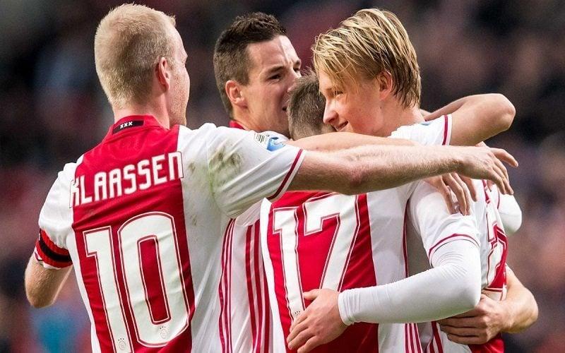 Piłkarze Ajaxu cieszą się po zdobytej bramce