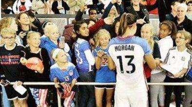 Kobiecy futbol wciąż przegrywa z męskimi rozgrywkami